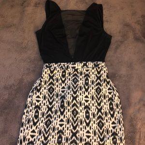 Volcom mini skirt (M)